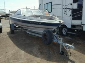 Salvage Bayliner CAPRI 1850